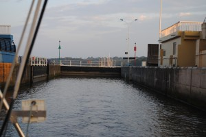 Entering Arzal lock